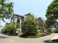 诚心大甩卖了三盛联排别墅一套东边户,土建已完工花费20万做的 实用面积400平方