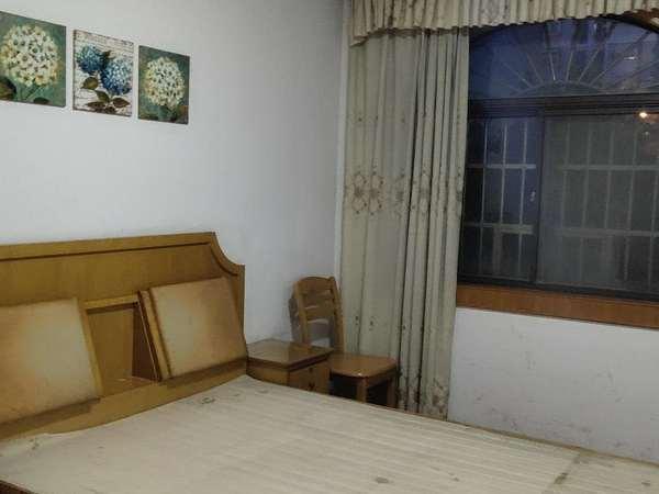 出租天安东区 3室2厅 拎包入住 中装 2个卧室都有空调哦、1800每月