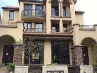 祥生十里5室3厅3卫送双车库50平方院子5个前后露台环境优美总价低于市场价格急卖