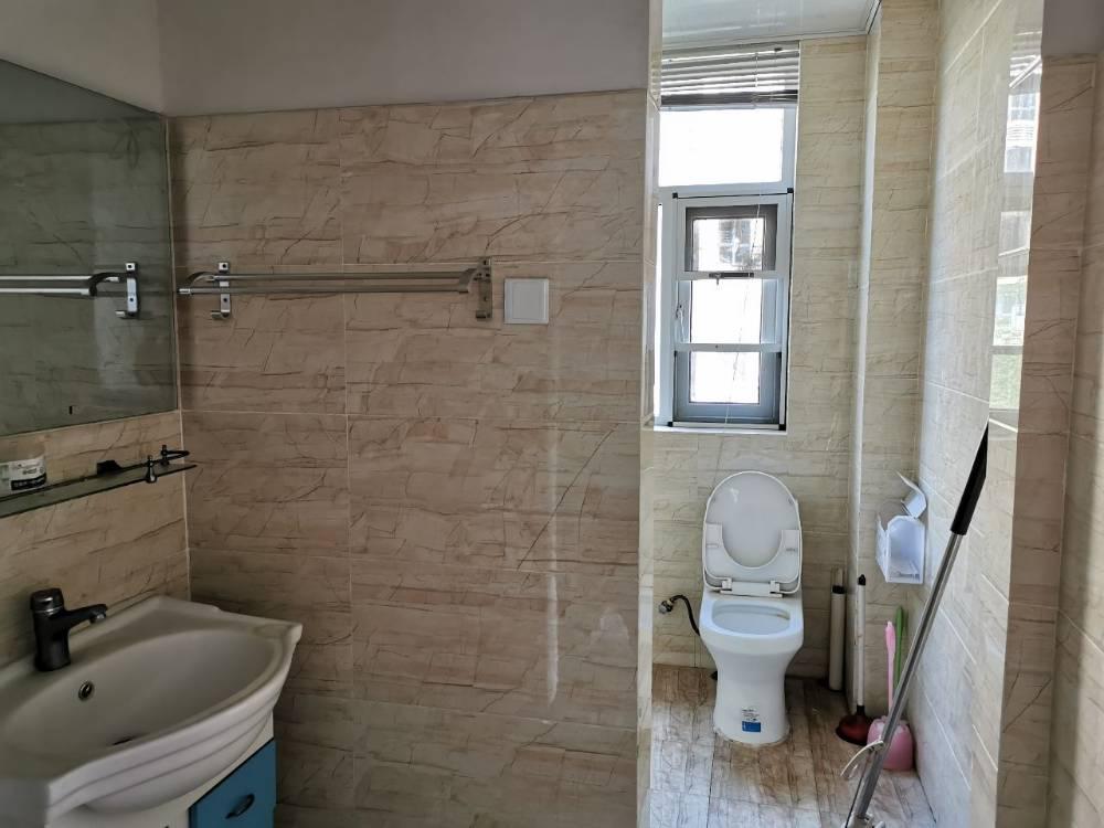 出租正东中央公馆3室2厅1卫110平米1600元/月住宅