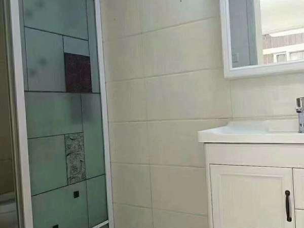 红叶山庄 精装无税 一楼带院子 架空 三室