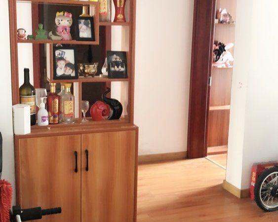创业中苑2室精装51.8万