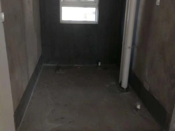 高铁站胖 同乐小区 一楼架空 两室毛坯房 看房随时