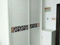 七彩世界公寓,新式精装全配,1300一个月,冰箱,空调,洗衣机都有!