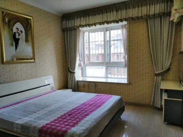 一中对面 天逸华府桂园 三室两厅122平 精装 中低楼层 采光无遮挡
