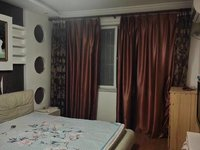 天乐南区,豪装三室,品牌家具全配二十万,看房方便有密码。