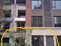 此房为连排洋房1楼2楼,有个小庭院。