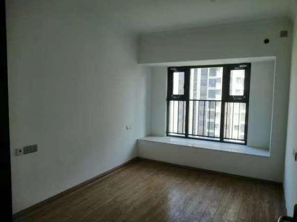 市中心繁华地段,碧桂园中央名邸,精装修三房两厅两卫,全屋地暖,纯边户楼层好位置佳