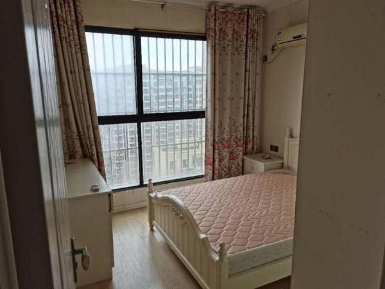 出租左岸香颂3室2厅1卫120平米2000元/月住宅