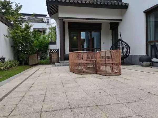 鸿坤144 联排别墅 使用面积240个平方 送露台 送双车位 最后一套 可去了解