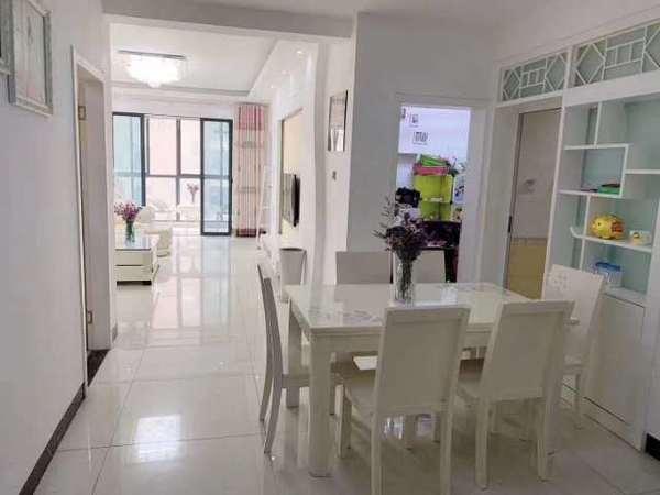 吾悦广场旁,港汇中心精装两房,全新精装一天未住,家主工作调动外地,故诚意出售。