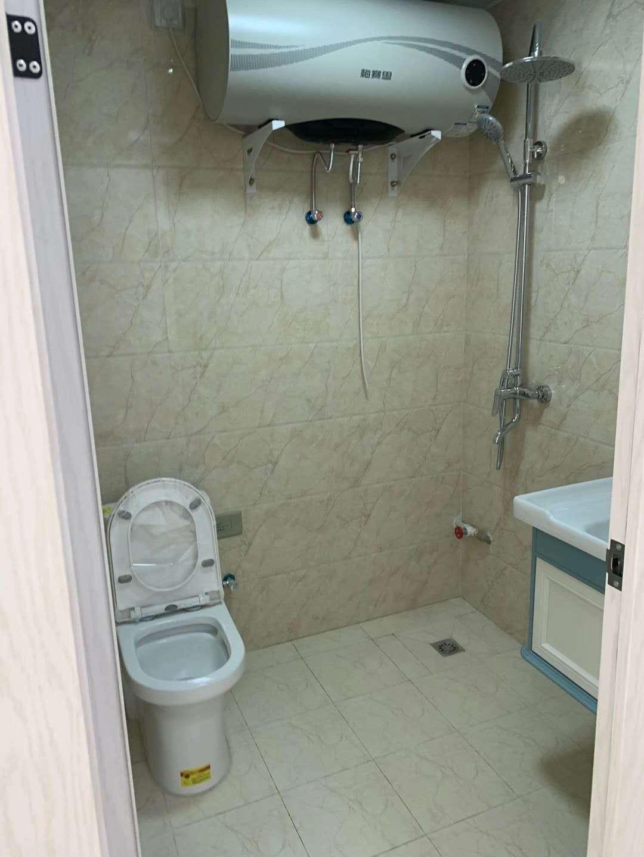 个人 无中介费 紫金商业广场旁 尚城国际 单身公寓 民用水电 可做饭 家具齐全