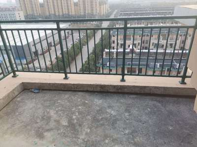 东方红郡洋房顶楼复试面积110 100平加上露台一个 楼梯已经浇灌好