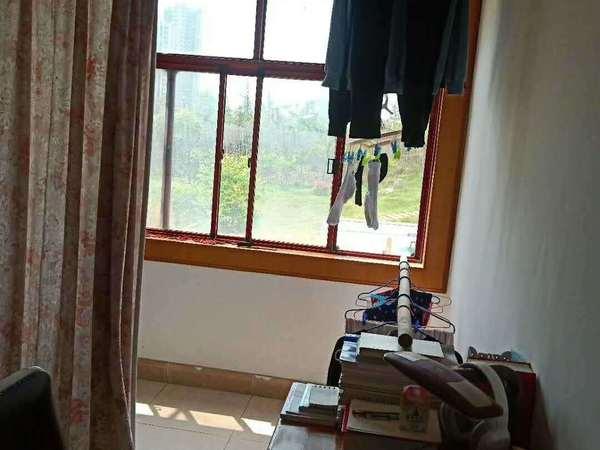 滨湖小区旁 西涧一村 4楼 二室 中装 49.8万 可小刀