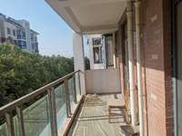 水岸星城一期2楼西边户产证面积117平大阳台三室两厅两卫 户型方正 家主诚心出售
