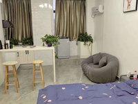 七彩世界公寓 紫龙府对面42平 精装全配 因换大套低价出售 价格可谈