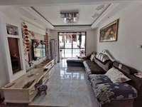 都市名苑精装全配三室,南北通透,客厅通阳台,小区环境好周围配套完善。