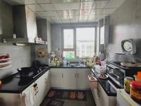 琅琊新区旁边鸿坤理想城130平四室两厅两卫厨房和卫生间装好精装也当毛坯卖了98万
