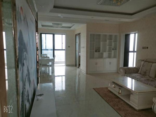 出售市政府旁发能凤凰城4室2厅2卫129加15平米精装修一天未住二实小东坡路中学
