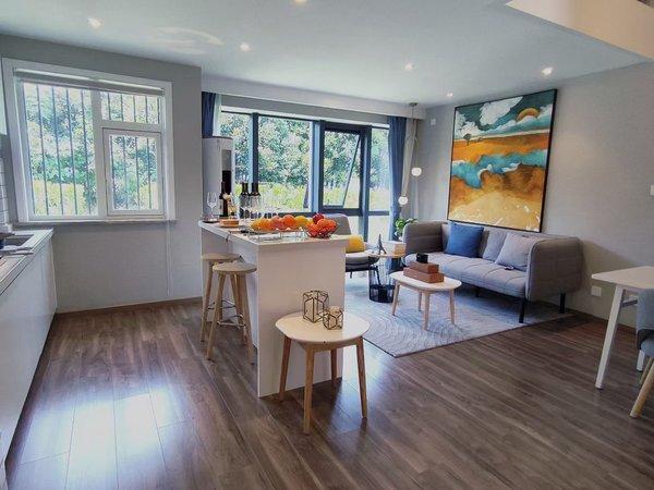 出售荣盛锦绣观邸1室1厅1卫55平。总价30万复式公寓,高铁对面,新一中旁