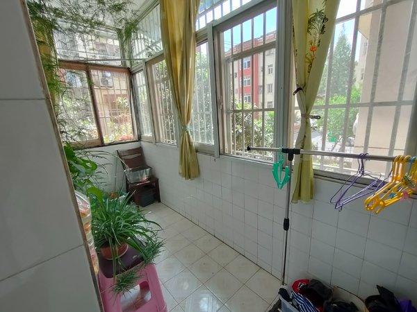 银花新村 2楼 采光无遮挡 中等装修 大两室 满五 家主诚意出售 看中可谈