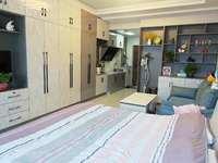 金鹏99广场公寓,精装全配,家电全丢,70年产权,可挂学区,出门即可购物