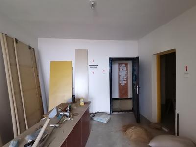 五中学区,毛坯两房可自己装修,标准湖景房