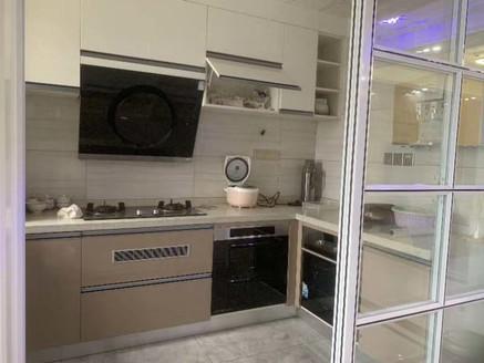 鼎盛鑫城小区最好看的户型.豪华装修基本未住.全屋地暖.品牌家具 105平边户
