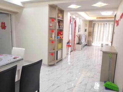 市政府旁 中央公馆 精装3室 拎包入住 楼层好 小区环境好 看中可谈 去年新装修