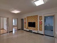 无出让!无出让!龙池花园黄金楼层精品三房诚心出售,精装修拎包入住。