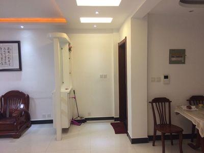 出租百合花园 4楼 126平米3室 精装2000元全配空调 2台