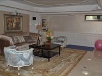三盛颐景御园 别墅带有朝阳院子 ,双车库和地下室,上下4层,报价218万 有钥匙