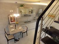 亚东新城国际102平方楼上楼下精装修1900元看房方便